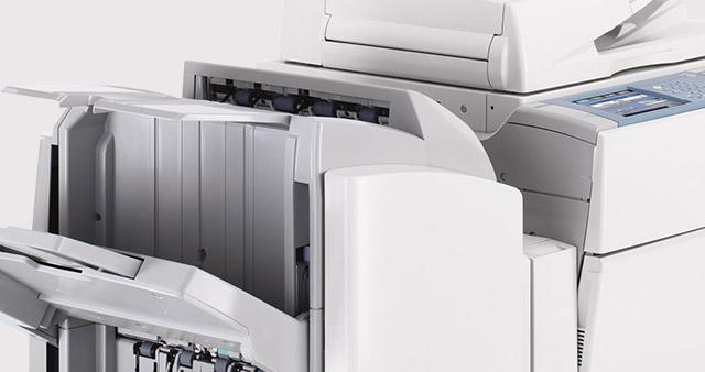 Drucken oder Fotokopieren, farbig oder schwarz/weiß - wir erledigen Ihre Drucksachen schnell und unkompliziert. Preiswerte Laserkopien bis Format DIN A0+ auf 80-300g Papier. Hochwertige Tintenstrahlausdrucke für höchste Ansprüche.